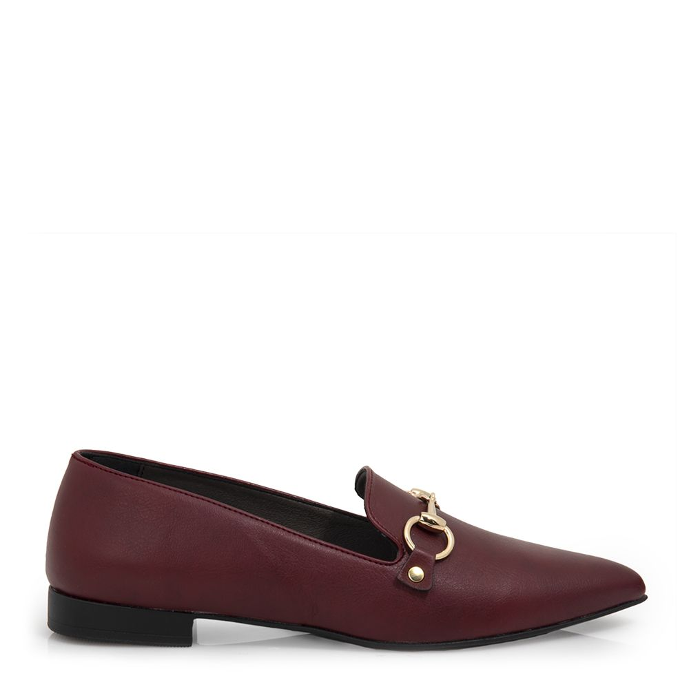 Μυτερά loafers με αγκράφα